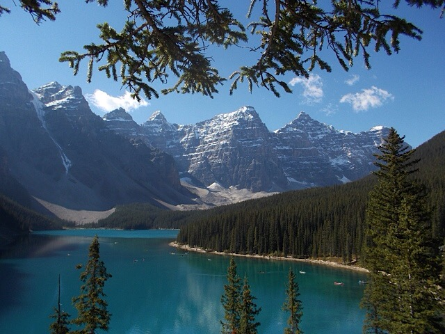 Moraine Lake, early morning – a perfect start to the weekend?